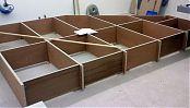 Nach der Abnahme der Maße vor Ort wird das Regal geplant und die Einzelteile hergestellt.